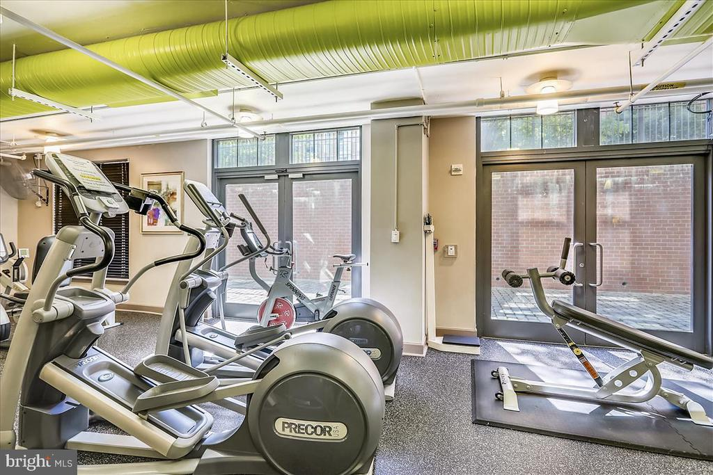 Fitness Center - 1021 N GARFIELD ST #804, ARLINGTON
