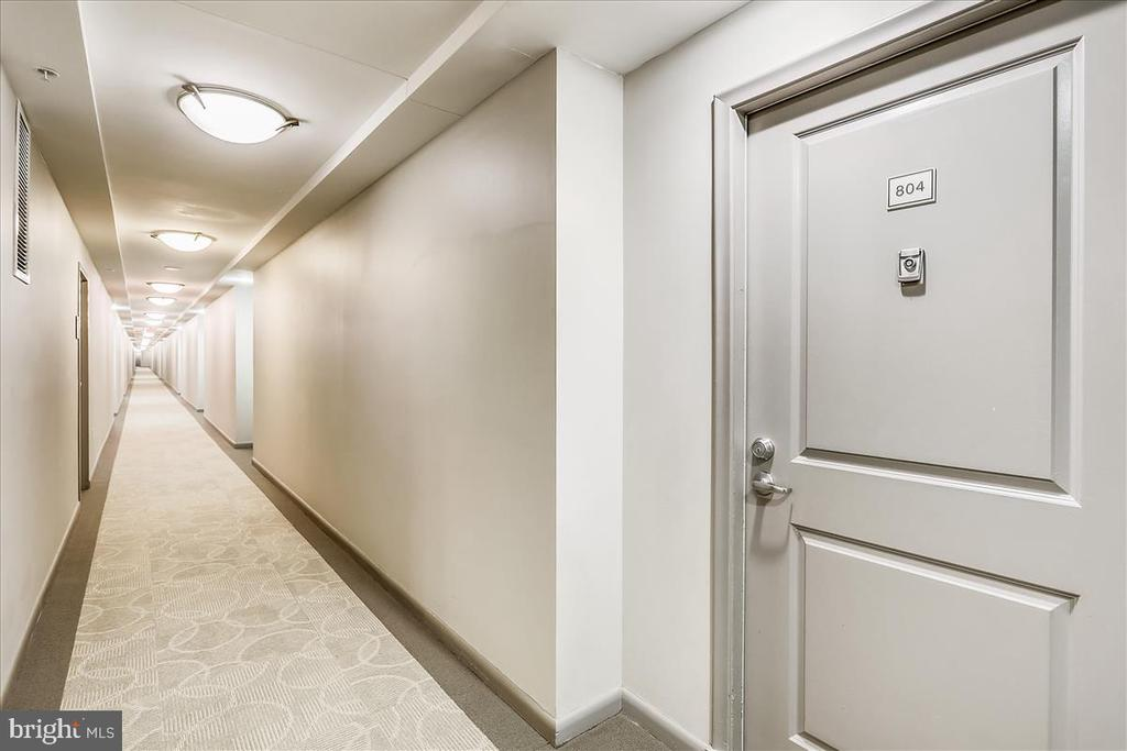 Hallway and Front Door to Unit - 1021 N GARFIELD ST #804, ARLINGTON