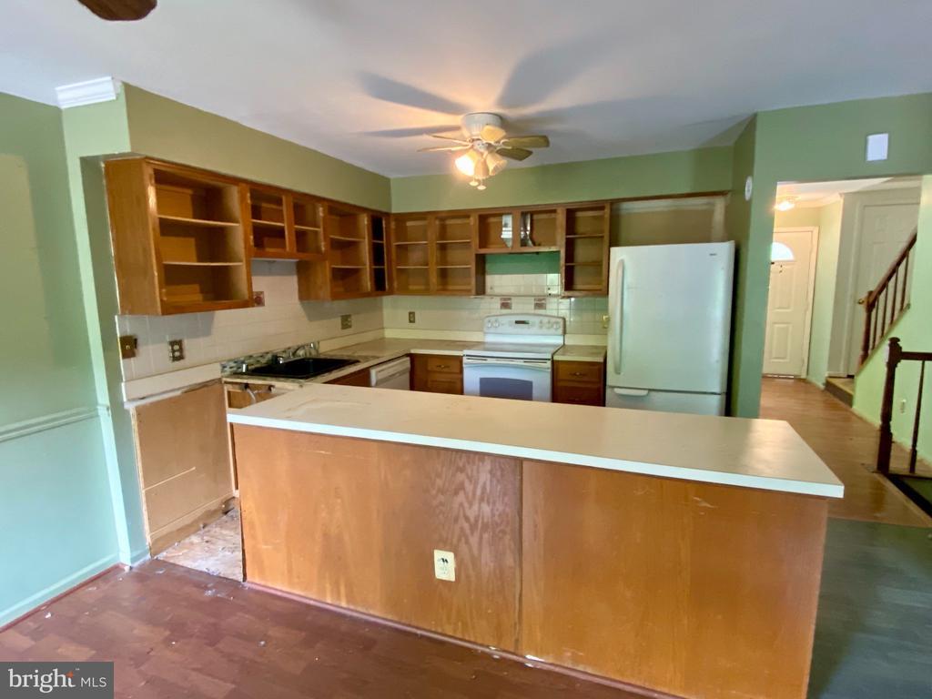 Kitchen - 209 ASTON CT, STAFFORD