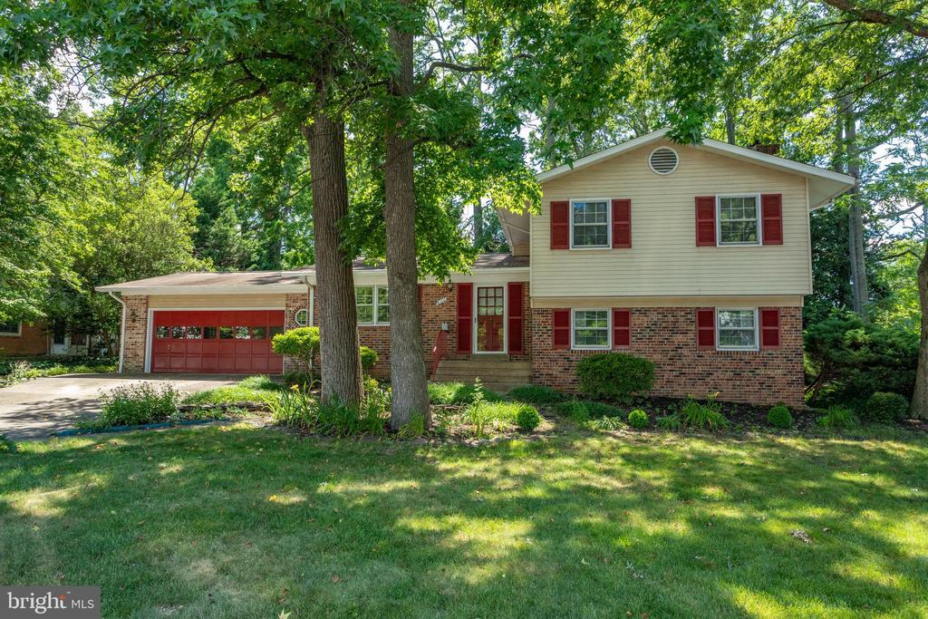 Welcome to 6100 Thomas Dr, beautiful curb appeal! - 6100 THOMAS DR, SPRINGFIELD