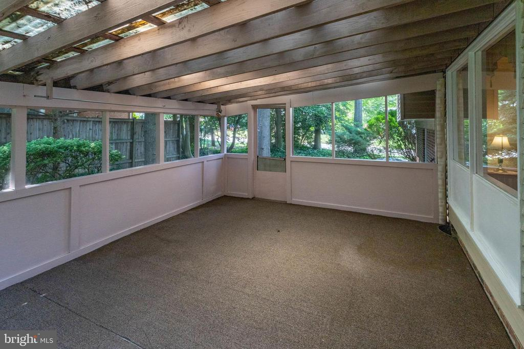 Wonderful sunroom for morning coffee off dining rm - 6100 THOMAS DR, SPRINGFIELD
