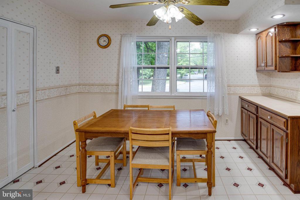Spacious Eat-in Kitchen - 6100 THOMAS DR, SPRINGFIELD