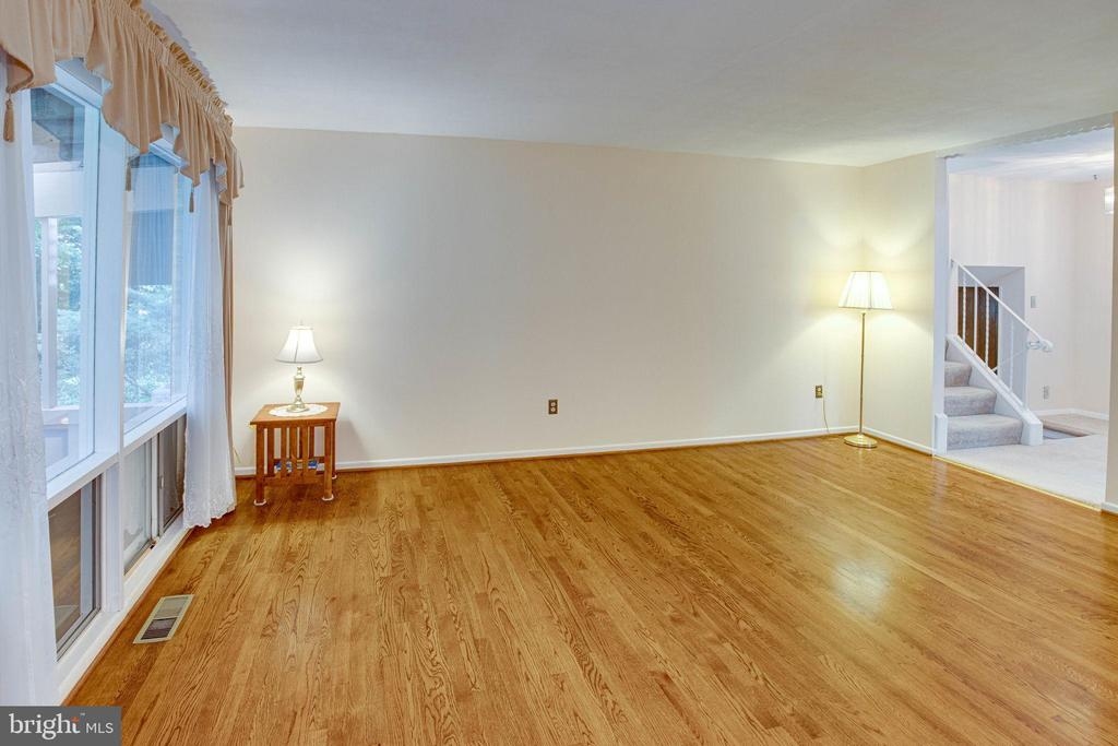 Living Room...wow, the hardwoods! - 6100 THOMAS DR, SPRINGFIELD