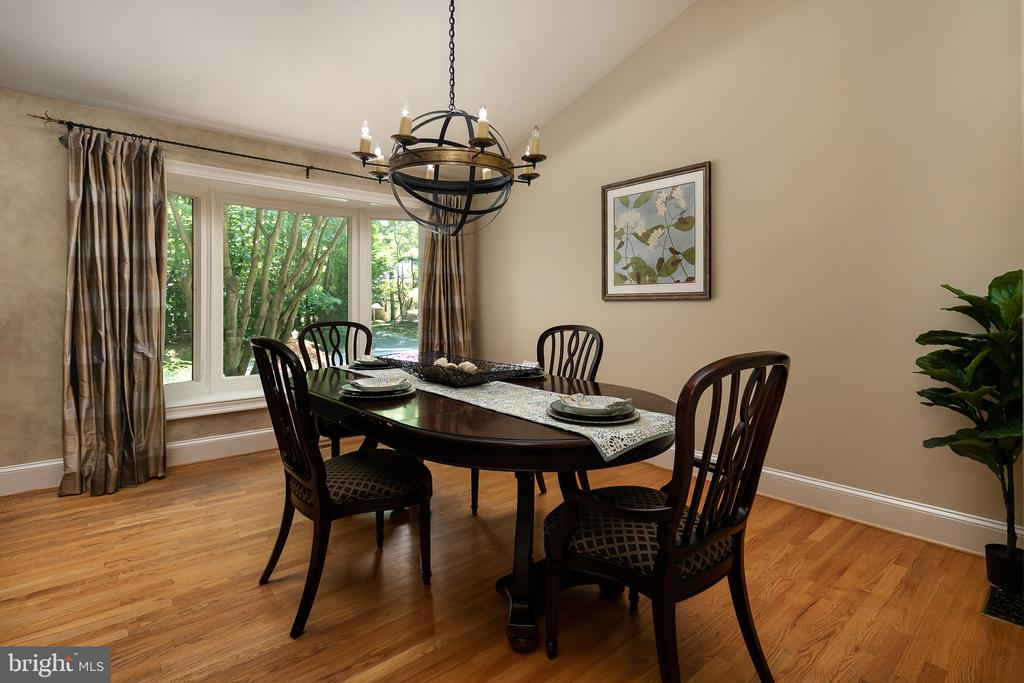 Spacious Formal Dining Room with Vaulted Ceiling - 10616 CANTERBERRY RD, FAIRFAX STATION