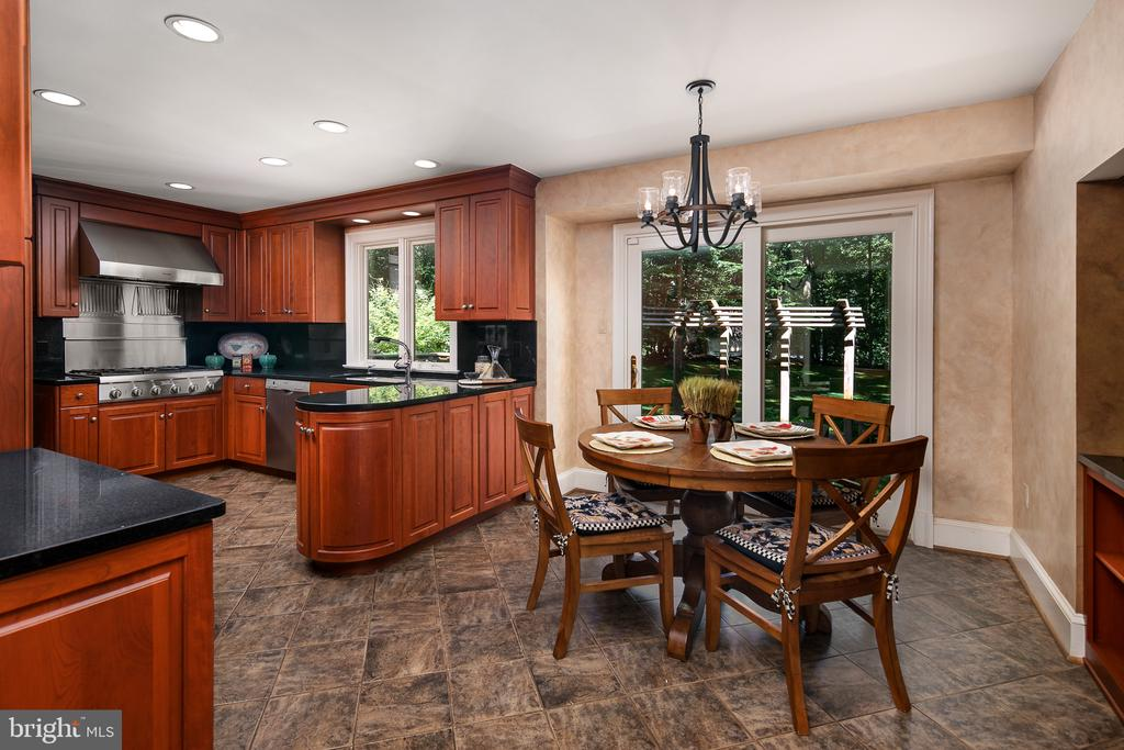 Kitchen and Breakfast Room - 10616 CANTERBERRY RD, FAIRFAX STATION
