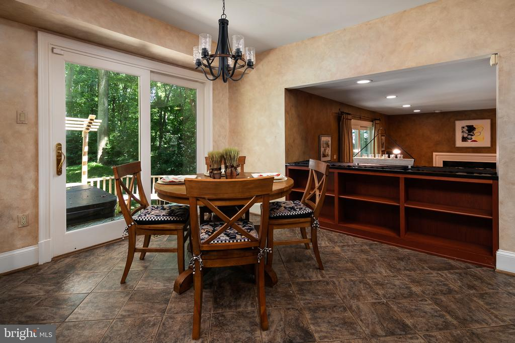 Breakfast Room with SGDs to Deck & Yard - 10616 CANTERBERRY RD, FAIRFAX STATION