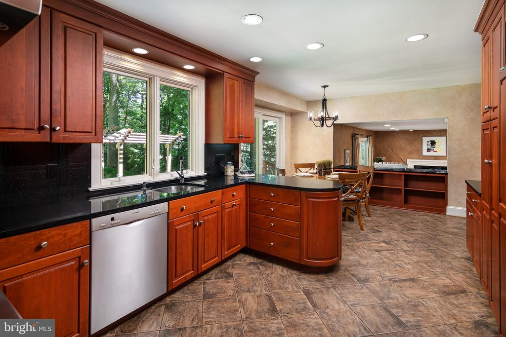Gourmet Granite Kitchen any Chef would love! - 10616 CANTERBERRY RD, FAIRFAX STATION