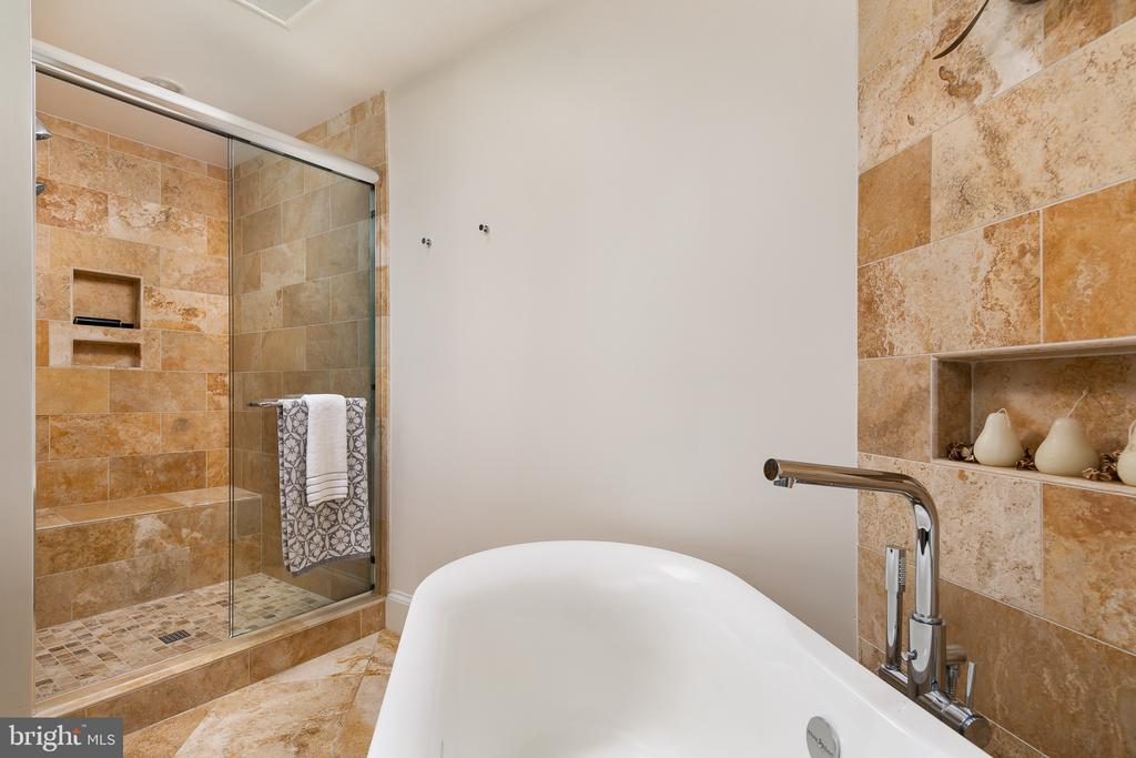 Master Luxury Bath with Soaking Tub & Shower - 10616 CANTERBERRY RD, FAIRFAX STATION