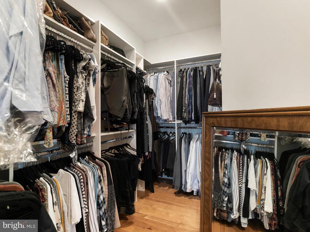 Large Walk-In Closets with Built-ins - 42894 SANDY QUAIL TER, ASHBURN