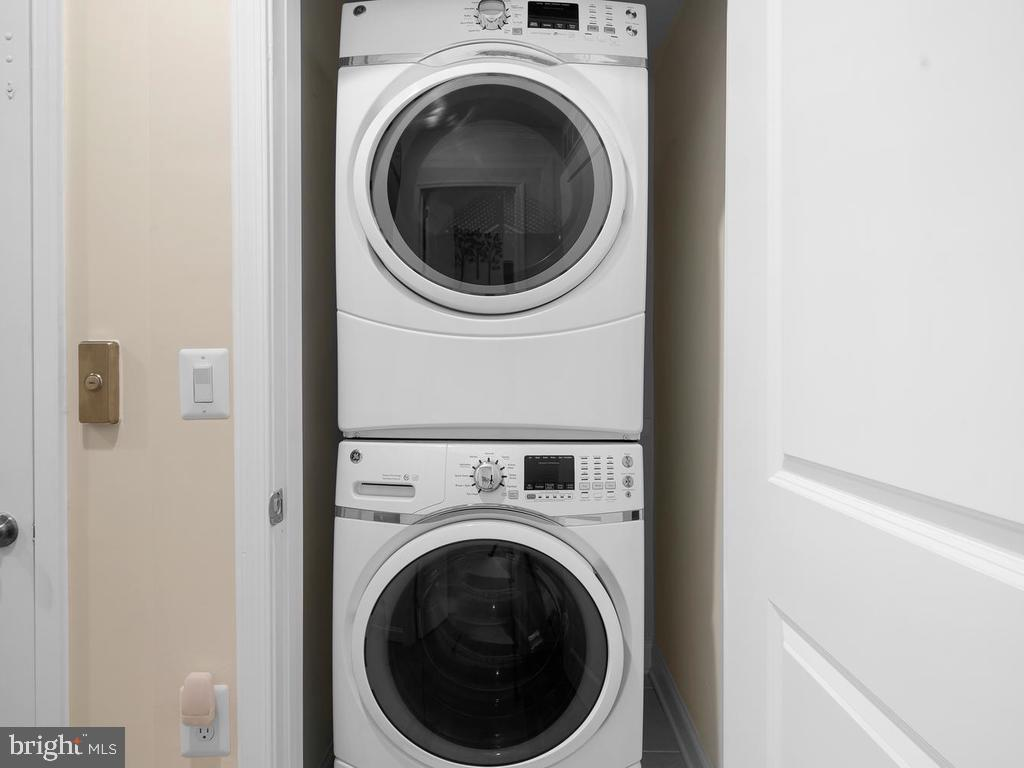 1 Year Old Washer/Dryer - 42894 SANDY QUAIL TER, ASHBURN