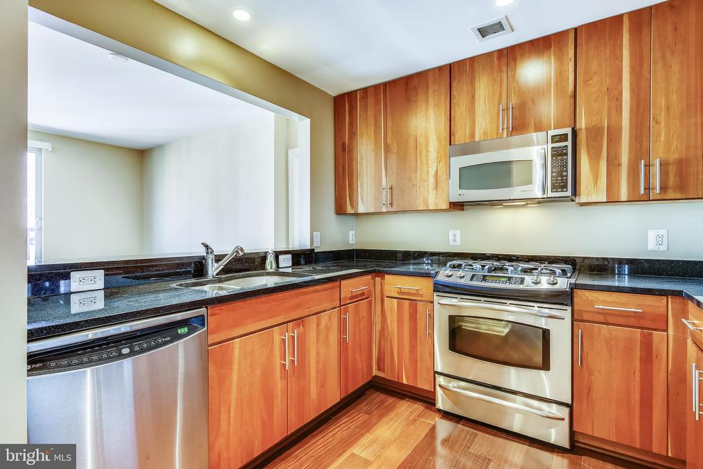 Wonderful kitchen with upgraded gas cooking - 2050 JAMIESON AVE #1302, ALEXANDRIA