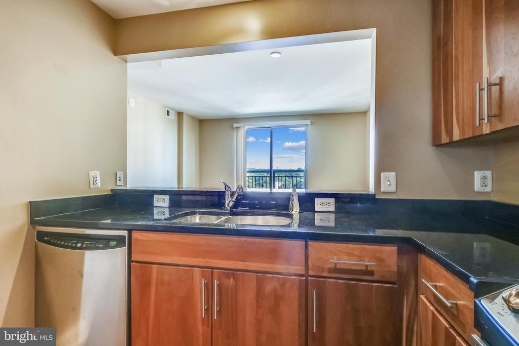 Enjoy the view from the kitchen! - 2050 JAMIESON AVE #1302, ALEXANDRIA