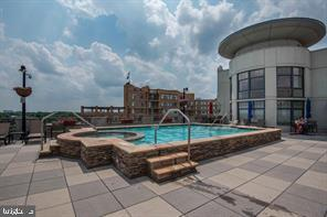 Rooftop Pool - 1021 N GARFIELD ST #804, ARLINGTON