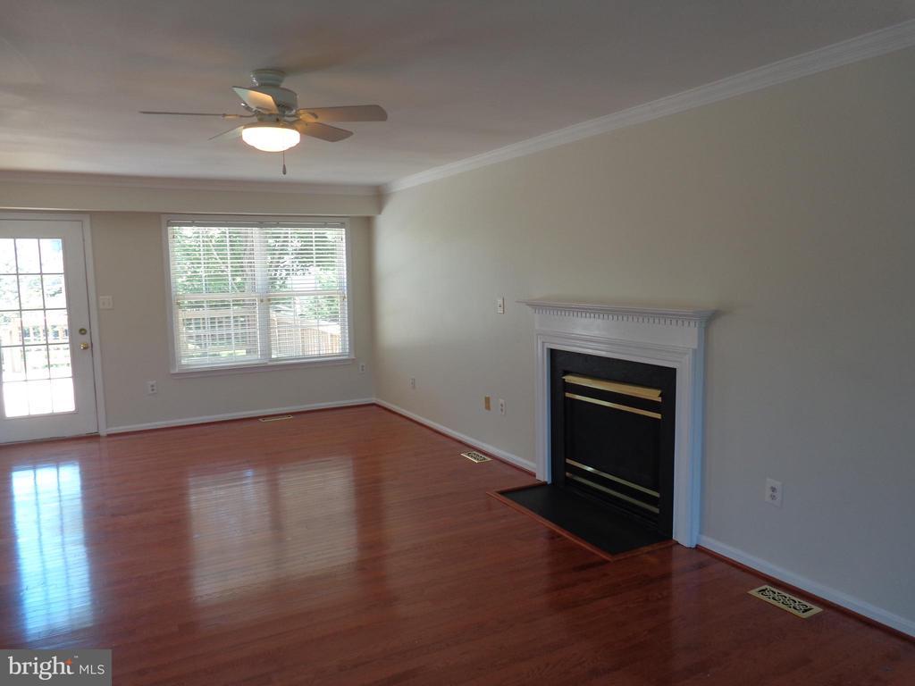 Living Room - 103 ENGLISH CT SW, LEESBURG
