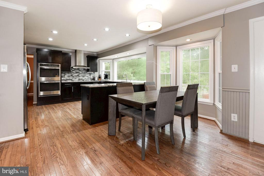 Gourmet kitchen/ Eat-in kitchen - 7 CRISSWELL CT, STERLING