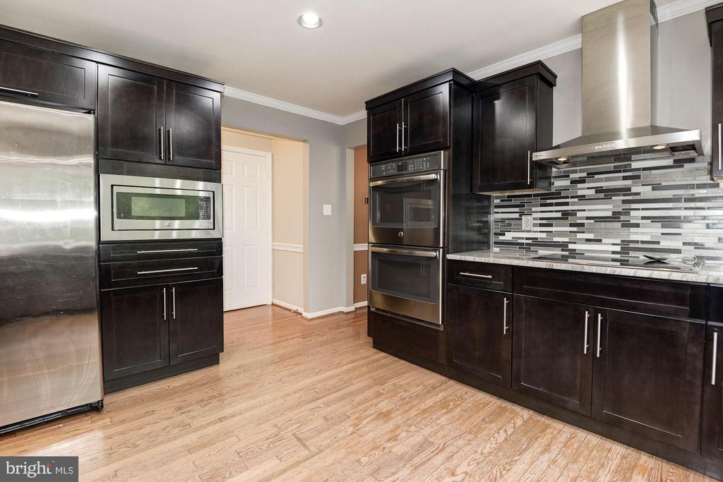 Gourmet Kitchen with stainless steel appliances - 7 CRISSWELL CT, STERLING
