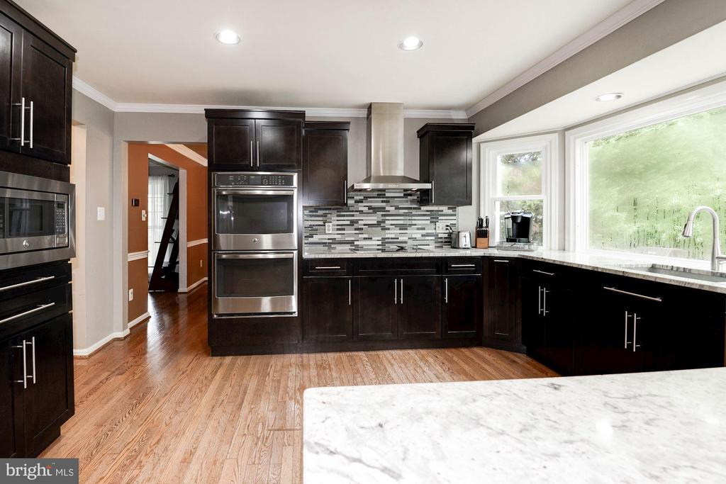 Light and bright Gourmet Kitchen - 7 CRISSWELL CT, STERLING