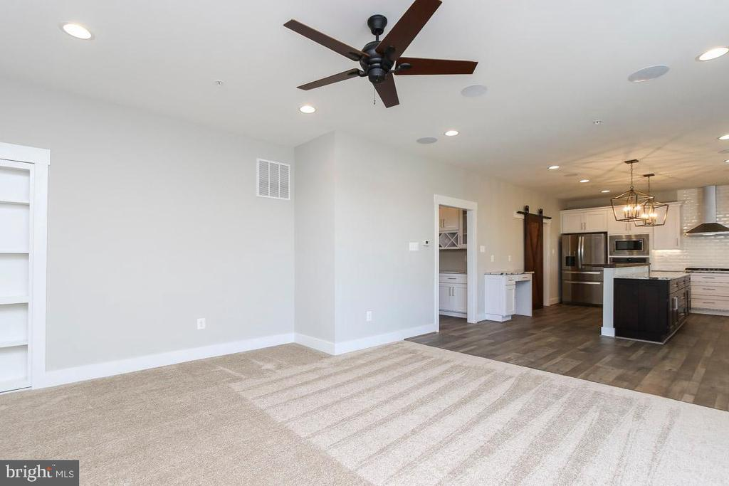 Family room open to kitchen - 6851 E SHAVANO, NEW MARKET