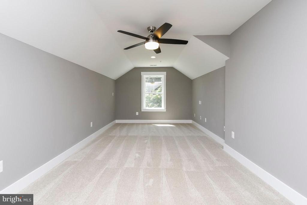 Optional loft room could be added to plan - 6851 E SHAVANO, NEW MARKET