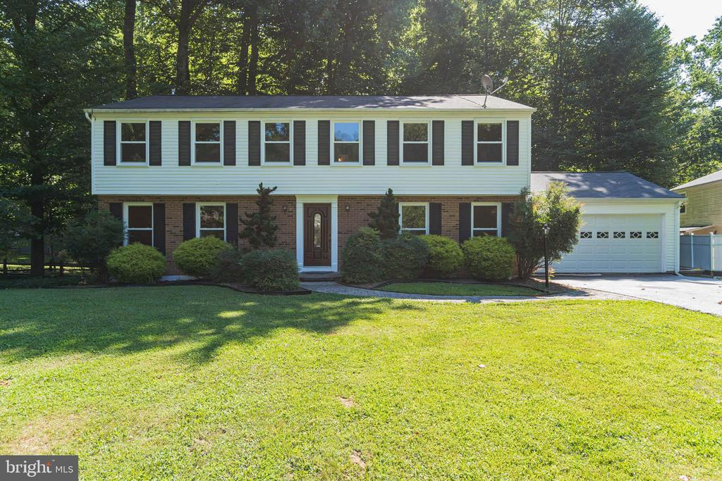 Welcome to 11945 Appling Valley Road - 11945 APPLING VALLEY RD, FAIRFAX