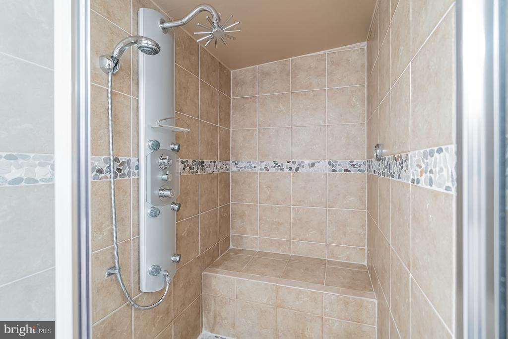 Large STEAM shower - 11945 APPLING VALLEY RD, FAIRFAX