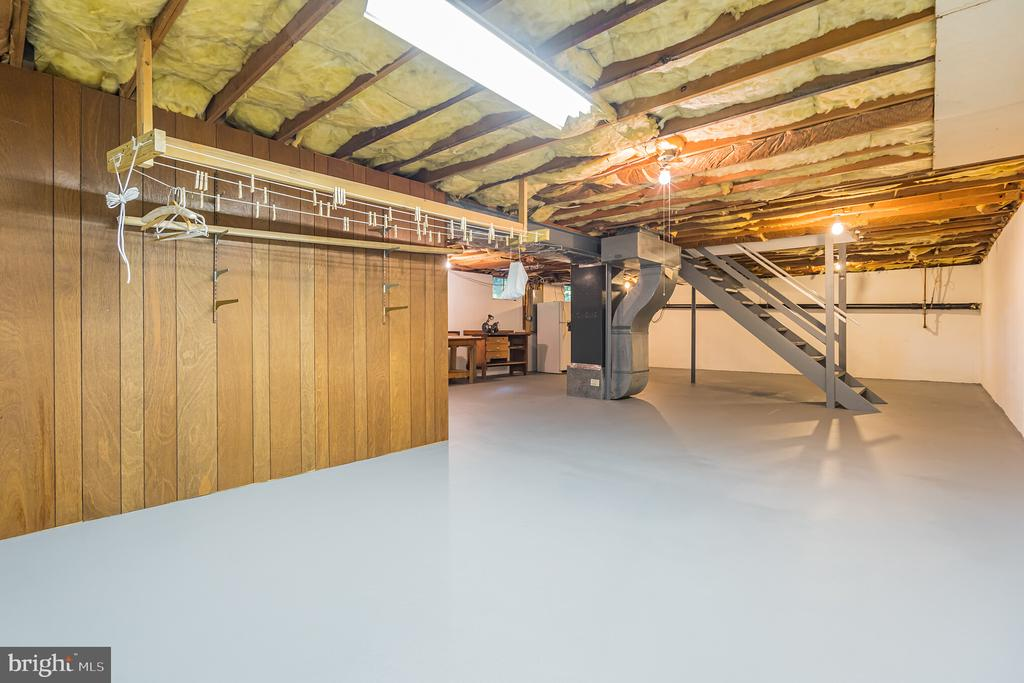 Unfinished basement in pristine condition - 11945 APPLING VALLEY RD, FAIRFAX