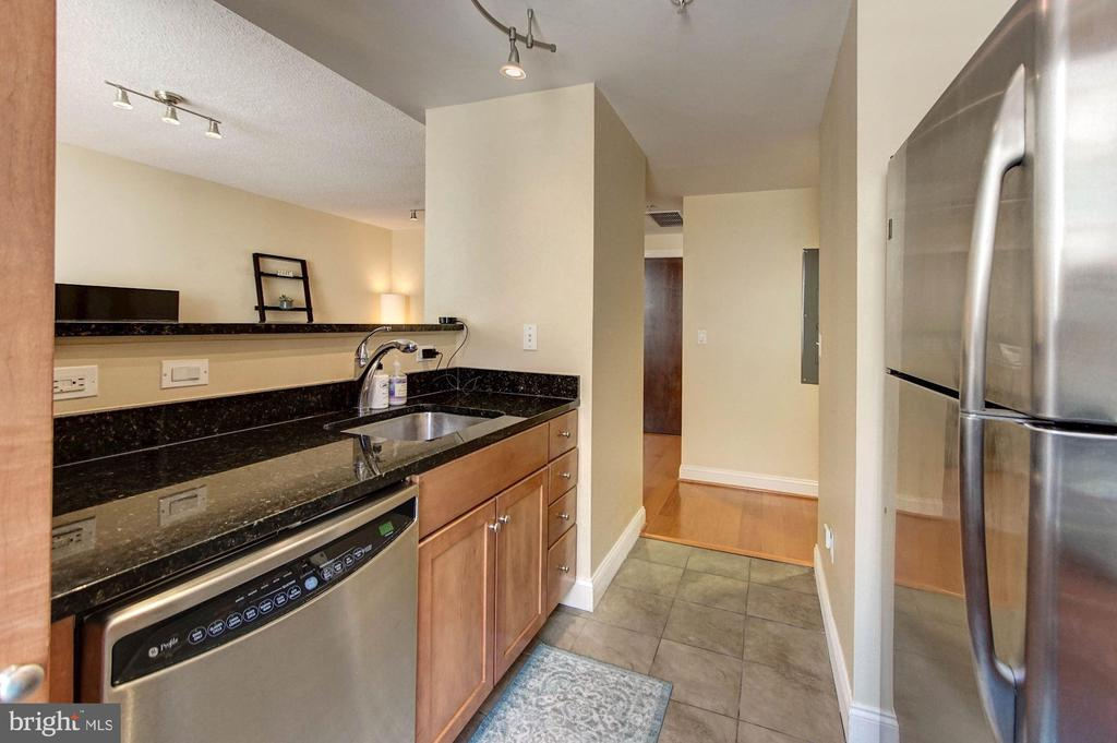 Open kitchen - 1020 N HIGHLAND ST #413, ARLINGTON