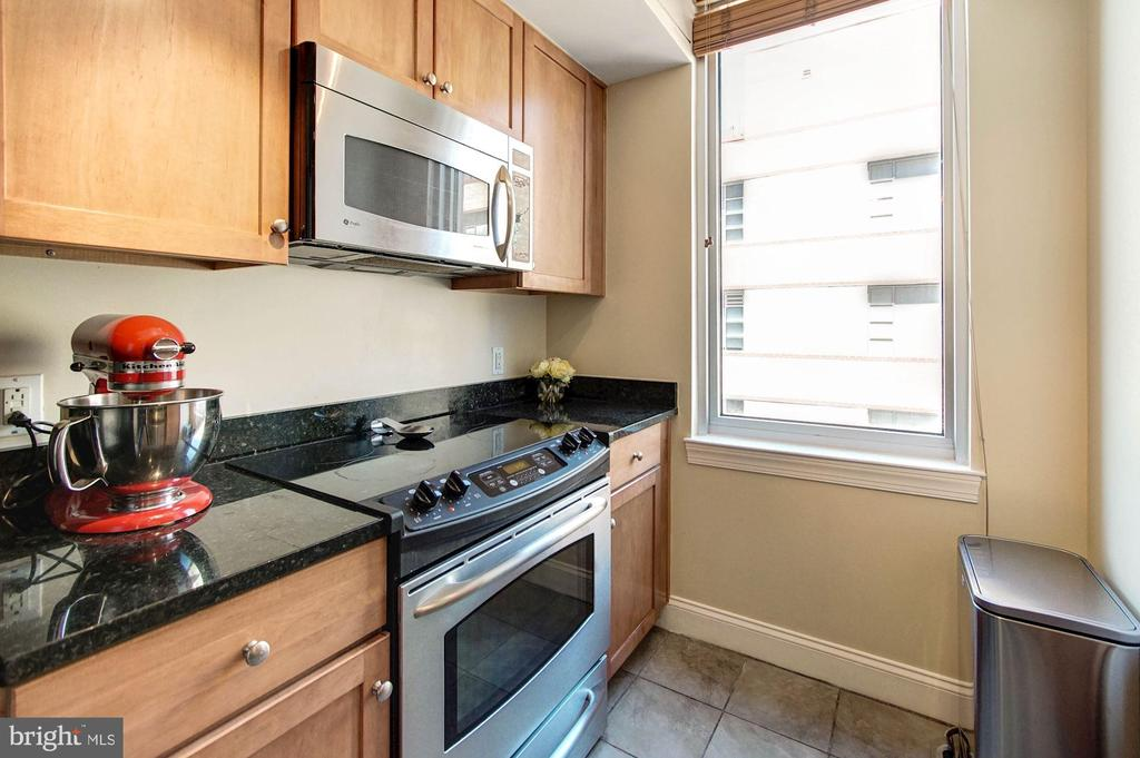 Stainless steel appliances - 1020 N HIGHLAND ST #413, ARLINGTON