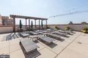 Rooftop sun deck - 1020 N HIGHLAND ST #413, ARLINGTON
