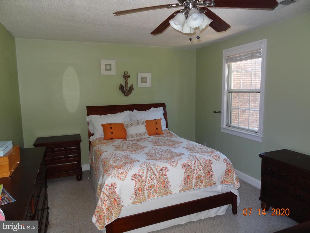Large Bedroom with Berber Carpet - 2411 ARLINGTON BLVD #201, ARLINGTON