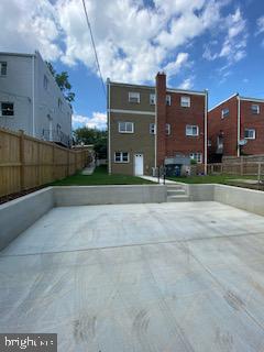 Rear w/ private parking for 2 - 837 OGLETHORPE ST NE, WASHINGTON