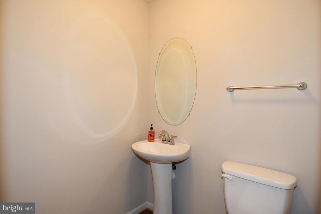 Lower Level Powder Room- View 2 - 11872 BENTON LAKE RD, BRISTOW