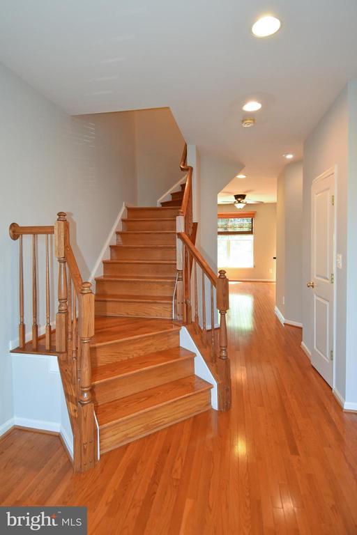 Living Area-View 4 - 11872 BENTON LAKE RD, BRISTOW