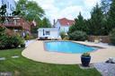 Beautifully landscaped backyard - 5827 WESSEX LN, ALEXANDRIA