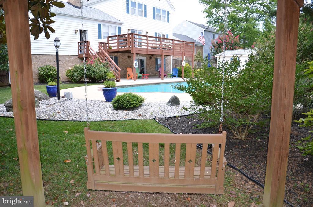 Cute swing in the backyard - 5827 WESSEX LN, ALEXANDRIA