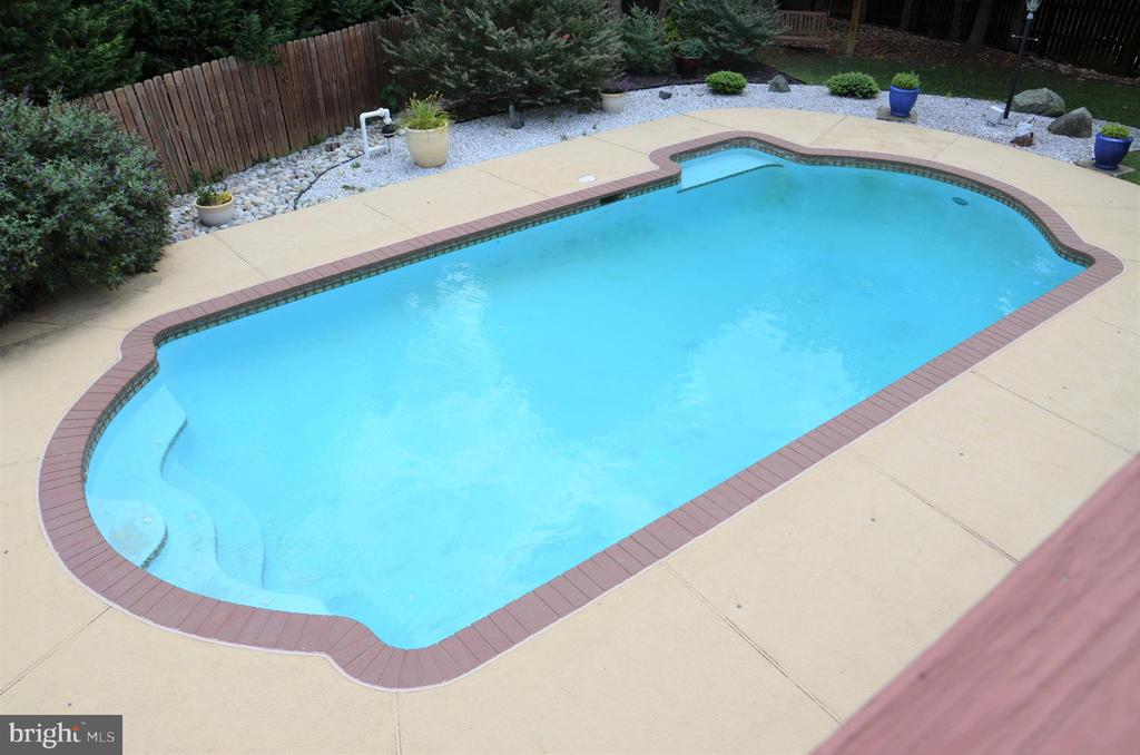 Private Pool - 5827 WESSEX LN, ALEXANDRIA