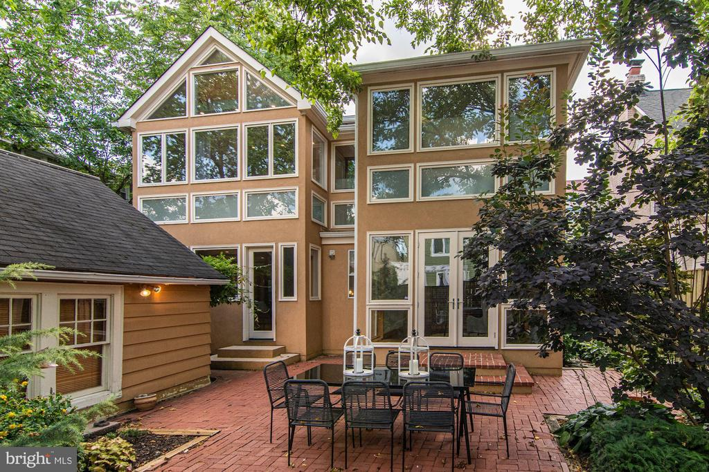 Unexpected Modern Twist on Traditional - 5335 43RD ST NW, WASHINGTON