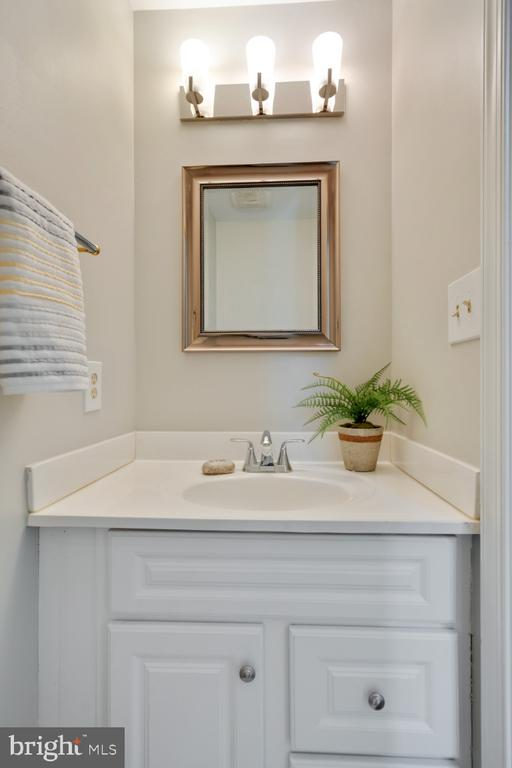 Main level powder room - 3619 ELDERBERRY PL, FAIRFAX