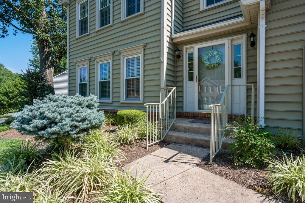 Professionally landscaped - 3619 ELDERBERRY PL, FAIRFAX