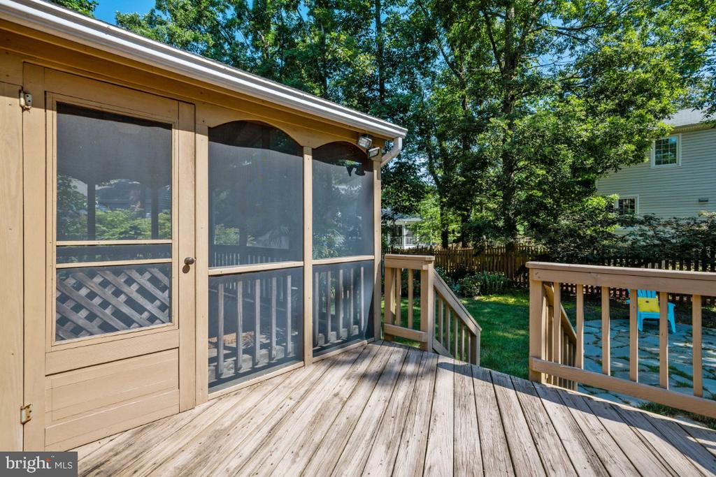 Deck off screened in porch - 3619 ELDERBERRY PL, FAIRFAX