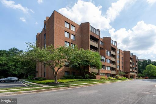 2 SOUTHERLY CT #207