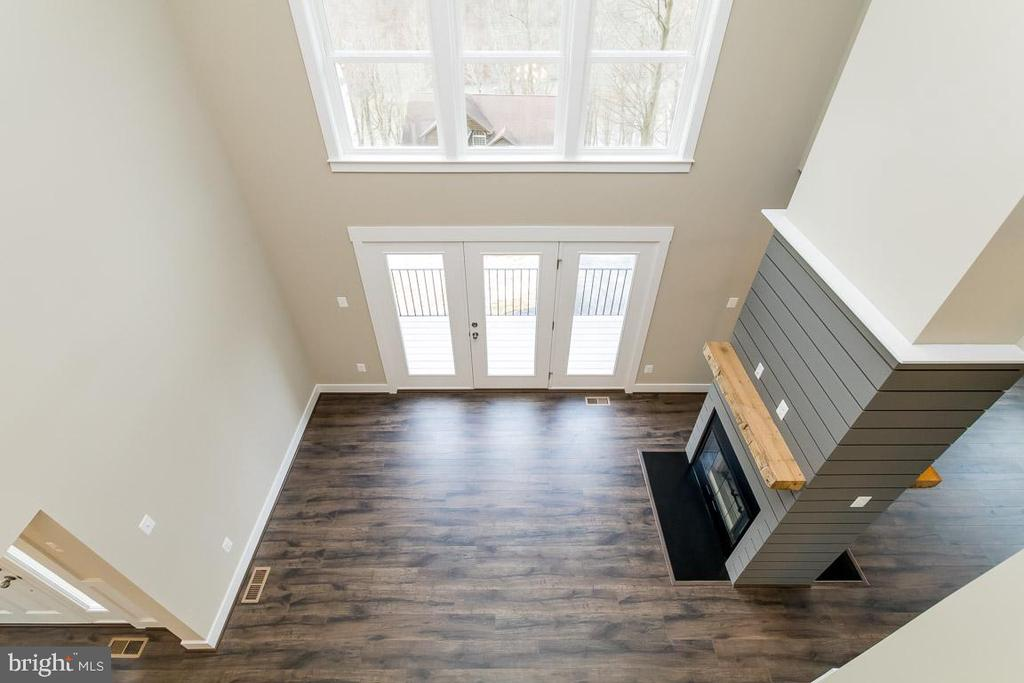 Incredible 2 story family room w central fireplace - 6823 W SHAVANO, NEW MARKET