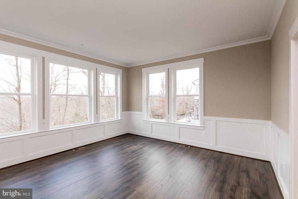 Flex room has lots of windows - 6823 W SHAVANO, NEW MARKET