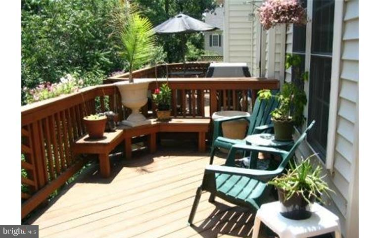 MMK Realty LLC Deck with built in seating - 6659 DEBRA LU WAY, SPRINGFIELD