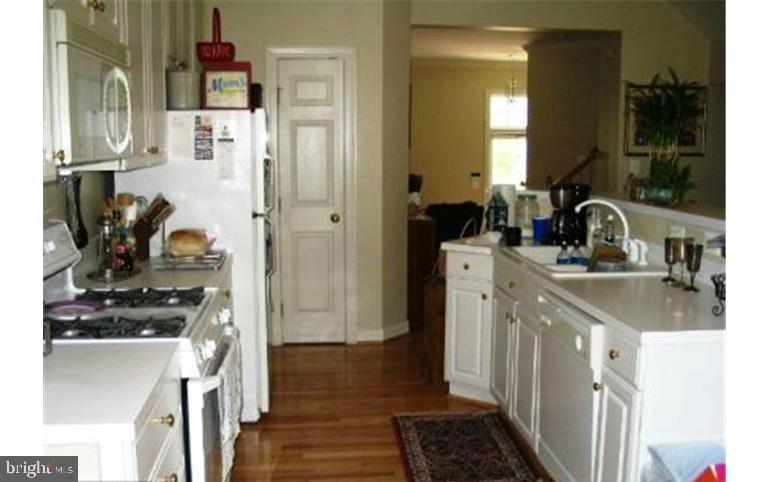 MMK Realty LLC Kitchen with breakfast bar - 6659 DEBRA LU WAY, SPRINGFIELD