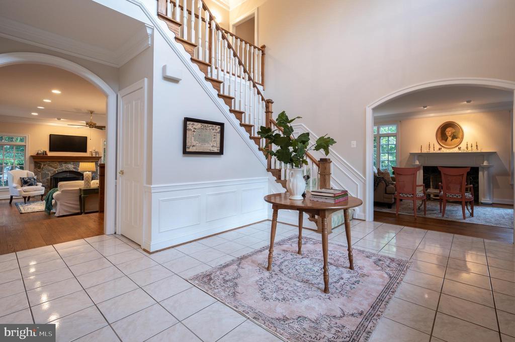 View into Living Room - 3601 SURREY DR, ALEXANDRIA