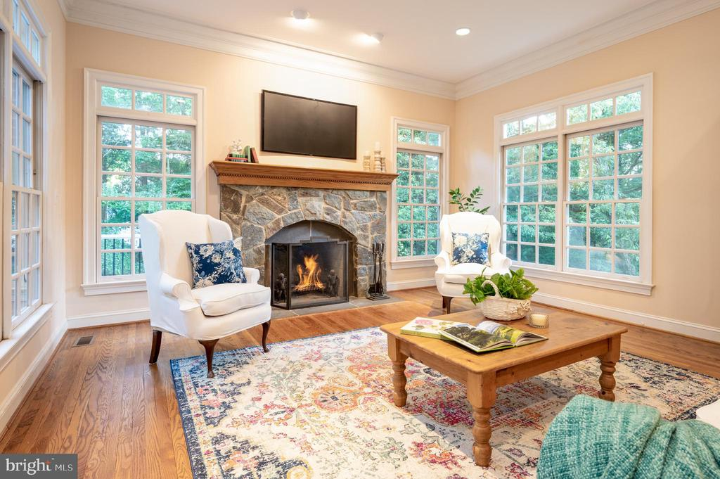 Cozy and inviting with Fireplace - 3601 SURREY DR, ALEXANDRIA