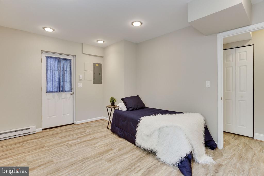 Basement Bedroom - 1906 GREAT FALLS ST, MCLEAN