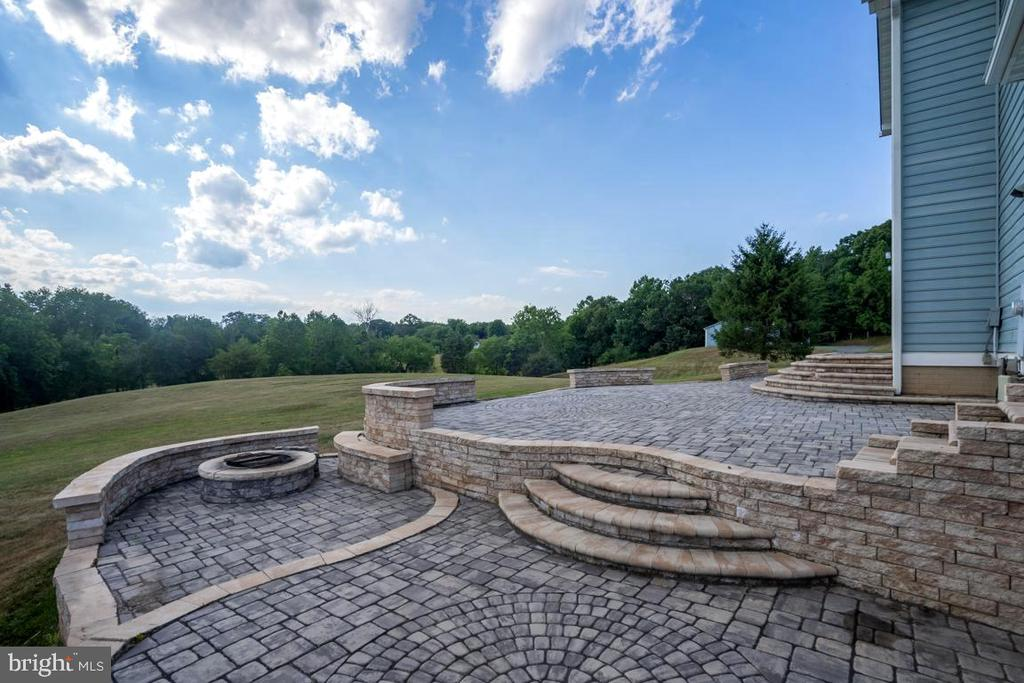 Patio With Firepit - 22669 WATSON RD, LEESBURG