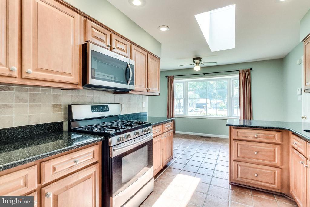 Renovated kitchen! - 4702 DECLARATION CT, ANNANDALE